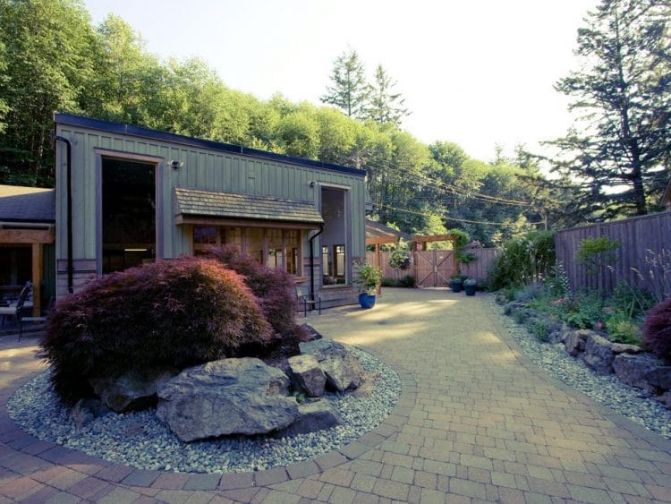 Courtyard at Orchard Recovery Center's Administration building
